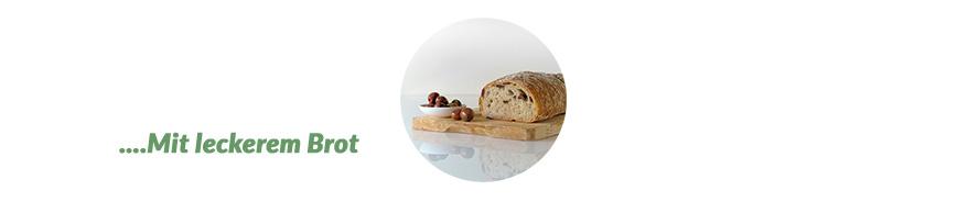 italienische Oliven als Vorspeise mit Brot